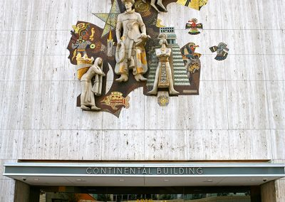 "Sizemore's photo of the Sheets mural for the Continental Bank in Dallas appears in Arenson's book ""Banking on Beauty""."