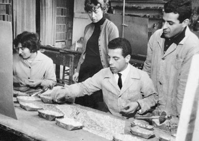 Kreilick working in the Rome mosaic studio, 1961 Photo © Marjorie Kreilick.