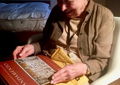 Marjorie Kreilick with Andamento Journal vol 12 featuring her cover article by Lillian Sizemore, 2018 Photo: Lillian Sizemore